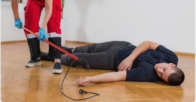 Teendők elektromos baleset esetén